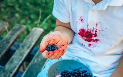 Frutta e verdura di stagione: un boost di colori amici del palato, ma nemici dei vestiti.